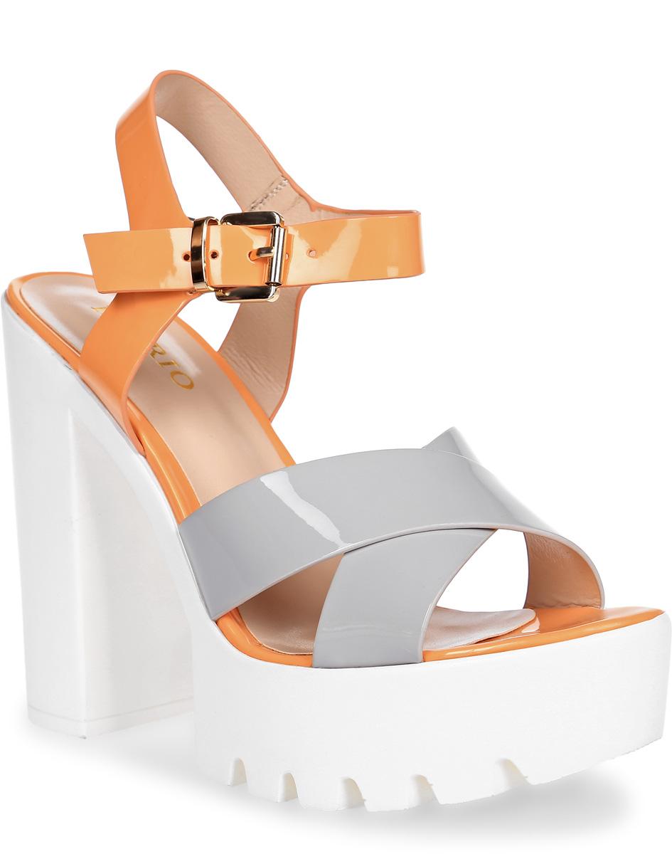 Босоножки Inario, цвет: серый, оранжевый, белый. 17103-02-10. Размер 3517103-02-10Босоножки Inario на платформе выполнены из искусственной лаковой кожи. Модель фиксируется на ноге при помощи ремешка на пряжке. Внутренняя поверхность и стелька из искусственной кожи создают комфорт при движении. Модная рифленая подошва белого цвета из прочного полимерного материала обеспечивает хорошую амортизацию и сцепление с любой поверхностью. Модель имеет высокий устойчивый каблук-столбик.