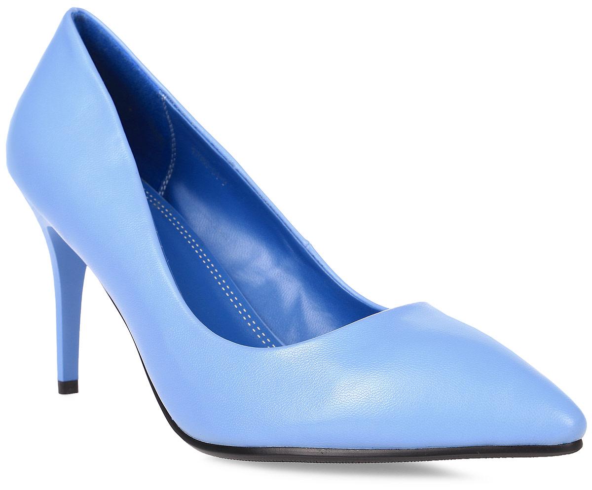 Туфли женские Inario, цвет: голубой. 17080-01-9. Размер 3517080-01-9Туфли Inario выполнены из искусственной кожи. Внутренняя поверхность и стелька из искусственной кожи обеспечат комфорт при движении. Подошва выполнена из полимера. Модель имеет острый мысок и невысокий устойчивый каблук-шпильку.