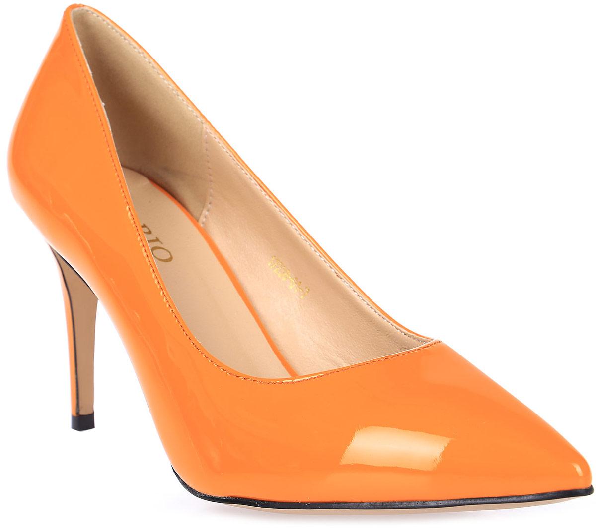 Туфли женские Inario, цвет: оранжевый. 17238-01-7. Размер 3817238-01-7Туфли Inario выполнены из искусственной лаковой кожи. Внутренняя поверхность и стелька из искусственной кожи обеспечат комфорт при движении. Подошва выполнена из полимера. Модель имеет острый мысок и невысокий каблук-шпильку.