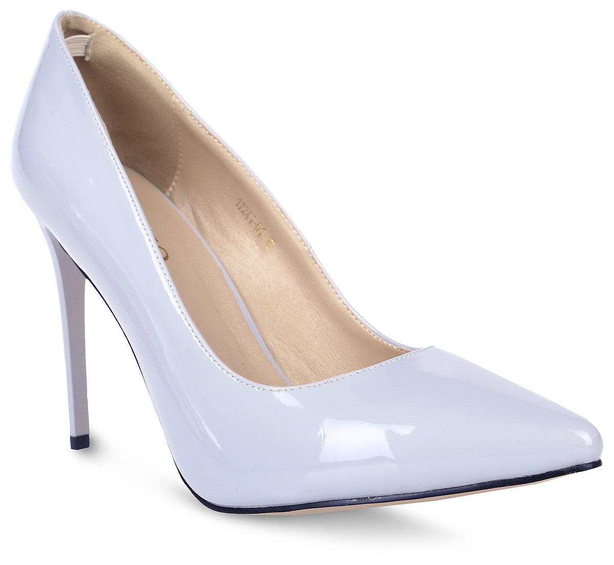 Туфли женские Inario, цвет: серый. 17241-01-10. Размер 4017241-01-10Туфли-лодочки Inario выполнены из искусственной лаковой кожи. Внутренняя поверхность и стелька из искусственной кожи обеспечат комфорт при движении. Подошва выполнена из полимера. Модель имеет острый мысок и высокий каблук-шпильку.