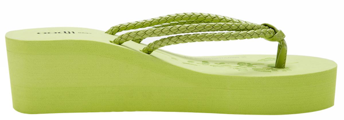 Сланцы женские oodji, цвет: зеленый. 913FW003W/22721/6A00N. Размер 40 (39)913FW003W/22721/6A00NСланцы от oodji незаменимы для пляжного сезона. Верх выполнен из плетеной искусственной кожи. Перемычка между пальцами отвечает за надежную фиксацию модели на ноге. Подошва с небольшим подъемом очень удобна.
