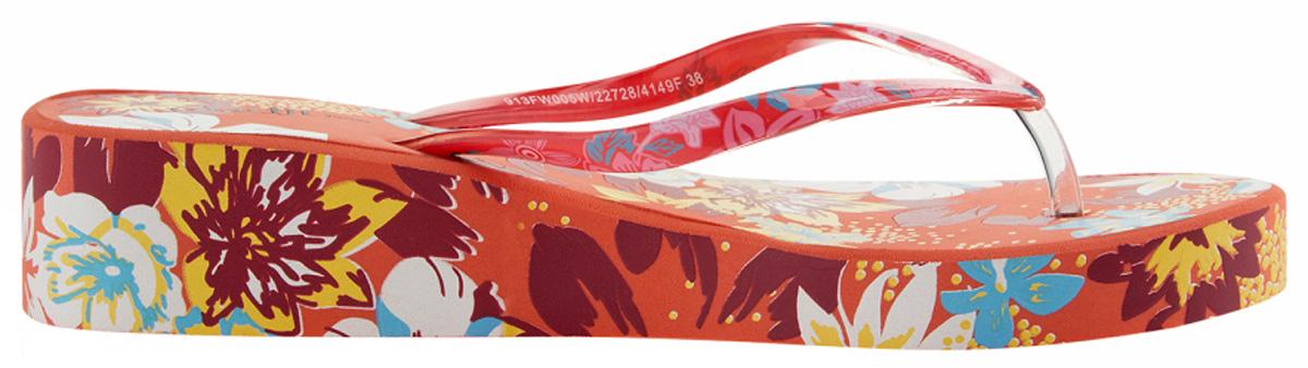 Сланцы женские oodji, цвет: розовый, бордовый. 913FW005W/22728/4149F. Размер 40 (39)913FW005W/22728/4149FСланцы от oodji незаменимы для пляжного сезона. Модель выполнена из резины и оформлена ярким принтом. Перемычка между пальцами отвечает за надежную фиксацию модели на ноге. Подошва с небольшим подъемом очень удобна.