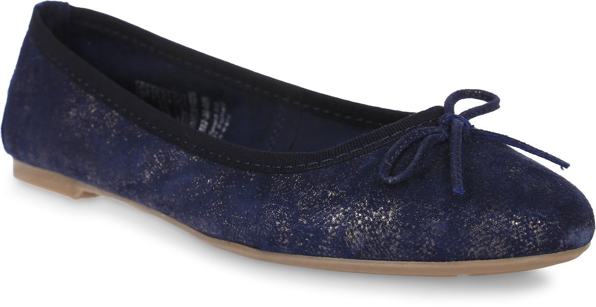 Балетки женские Tamaris, цвет: синий, темно-серый. 1-1-22137-38-899/225. Размер 391-1-22137-38-899/225Очаровательные балетки от Tamaris придутся вам по душе. Модель выполнена из натуральной кожи с блестящей поверхностью и декорирована текстильным кантом, на мысе - бантиком. Кожаная стелька позволяет ногам дышать. Рифленая поверхность подошвы обеспечивает идеальное сцепление с различными поверхностями. Стильные балетки внесут яркие нотки в ваш модный образ!