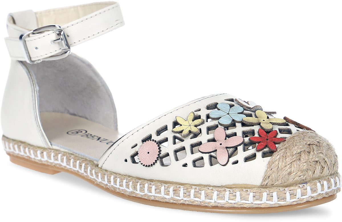 Сандалии женские Benucci, цвет: бежевый. К752. Размер 36К752Женские сандалии от Benucci выполнены из натуральной кожи. Модель с закрытым мыском оформлены перфорацией, декоративными элементами и прострочкой. Модель фиксируется на ноге при помощи ремешка на пряжке. Подкладка, изготовленная из натуральной кожи, обладает хорошей влаговпитываемостью и естественной воздухопроницаемостью. Стелька из натуральной кожи гарантирует комфорт и удобство стопам. Подошва обеспечивает хорошую амортизацию и сцепление с любой поверхностью.