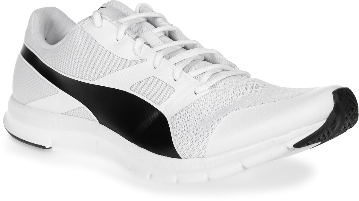 Кроссовки мужские Puma Flexracer, цвет: белый. 36058021. Размер 8 (41)36058021В модели Flexracer сетчатый материал верха снабжен мягкими бесшовными вставками и накладками, что делает эту обувь мягкой, дышащей и отлично сидящей по ноге. Промежуточная подошва из амортизирующего этиленвинилацетата обеспечивает всё для того, чтобы ваша походка была легкой и упругой. Рельефная поверхность подошвы гарантируют отличное сцепление на любых поверхностях. Традиционная шнуровка вместе с мягким язычком обеспечивает надежную фиксацию ноги. Уличные кроссовки Flexracer прекрасно подходят для ежедневной носки.