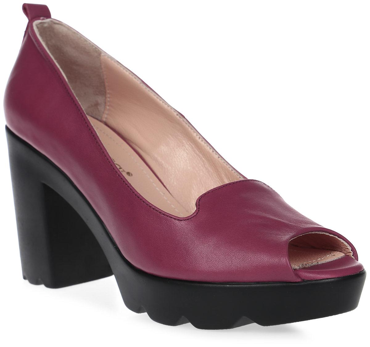 Туфли женские Benucci, цвет: марсала. 126-1. Размер 38126-1Женские туфли от Benucci с открытым мыском выполнены из натуральной кожи. Подкладка, изготовленная из натуральной кожи, обладает хорошей влаговпитываемостью и естественной воздухопроницаемостью. Стелька из натуральной кожи гарантирует комфорт и удобство стопам. Подошва из резины обеспечивает хорошую амортизацию и сцепление с любой поверхностью.