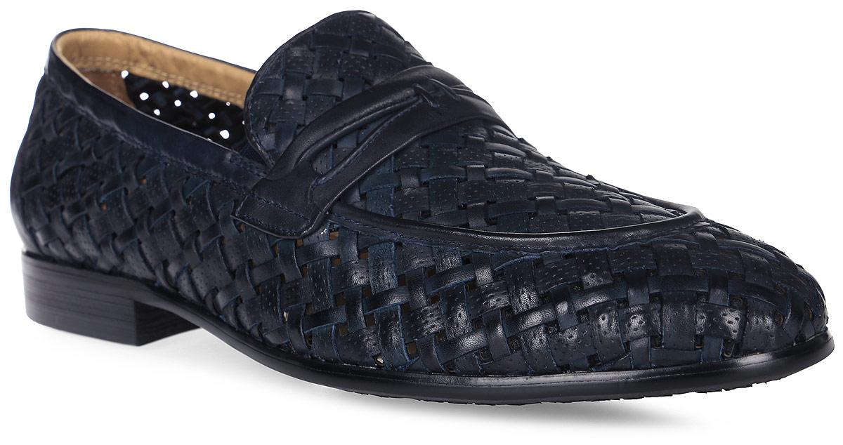Туфли мужские Vitacci, цвет: темно-синий. M23863. Размер 39M23863Трендовые мужские туфли Vitacci займут достойное место в вашем гардеробе. Модель изготовлена из высококачественной натуральной кожи и оформлена декоративным плетением. Резинки, расположенные на подъеме, обеспечивают оптимальную посадку обуви на ноге. Стелька из натуральной кожи позволяет ногам дышать. Низкий каблук и подошва с рифлением гарантируют отличное сцепление с любой поверхностью. Стильные туфли не оставят равнодушным ни одного мужчину.