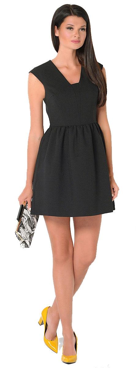 Платье Milton, цвет: черный. WD-2425V. Размер 44WD-2425VПлатье полуприлегающего силуэта, без рукавов, со спущенной линией плеча, отрезное по линии талии. Юбка расклешенная, со складками от талии.