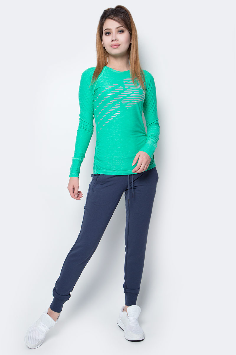 Брюки спортивные женские New Balance Classic Sweatpant, цвет: синий. WP63553/NV. Размер XS (42)WP63553/NVЖенские брюки Classic Sweatpant от New Balance прекрасно подойдут для ежедневного занятия спорта. Легкий материал поможет сохранить высокую скорость, а широкий эластичный пояс, дополненный шнурком, отвечает за идеальную посадку. Брючины дополнены эластичными манжетами. Брюки снабжены втачными карманами. Эти стильные брюки идеально подойдут для бега и других спортивных упражнений. В них вы будете чувствовать себя уверенно и комфортно.