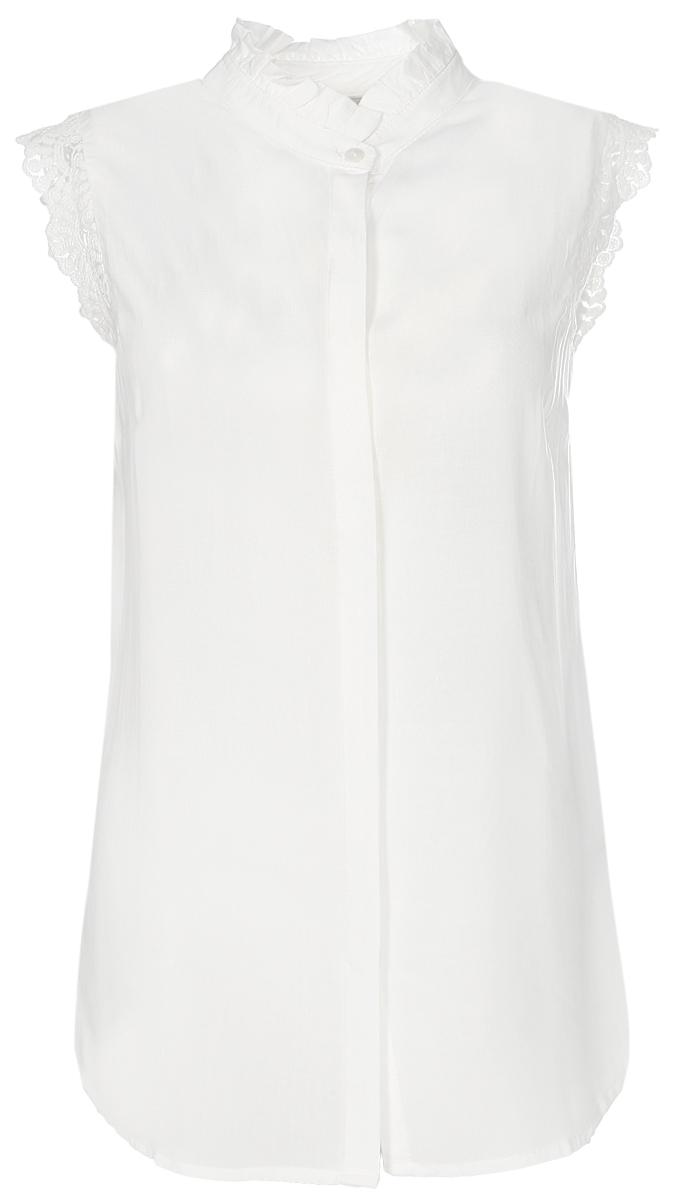 Блузка женская Sela, цвет: молочный. Bsl-312/1147-7112. Размер 48Bsl-312/1147-7112Нежная женская блуза Sela выполнена из легкого воздушного материала и оформлена рюшей на воротнике. Модель прямого кроя с ажурными рукавами-крылышками застегивается на пуговицы, скрытые планкой. Блуза подойдет для офиса, прогулок и дружеских встреч и будет отлично сочетаться с джинсами и брюками, а также гармонично смотреться с юбками. Мягкая ткань на основе вискозы комфортна и приятна на ощупь.