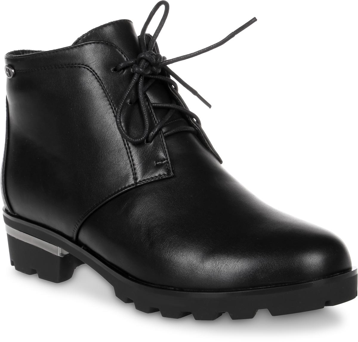 Ботинки женские Daze, цвет: черный. 16106Z-1-1M. Размер 3916106Z-1-1MЖенские ботинки от Daze выполнены из искусственной кожи. Модель на классической шнуровке, боковая сторона дополнена застежкой-молнией. Подкладка и стелька изготовлены из искусственного меха. Каблук декорирован металлической вставкой. Резиновая подошва оснащена протектором.