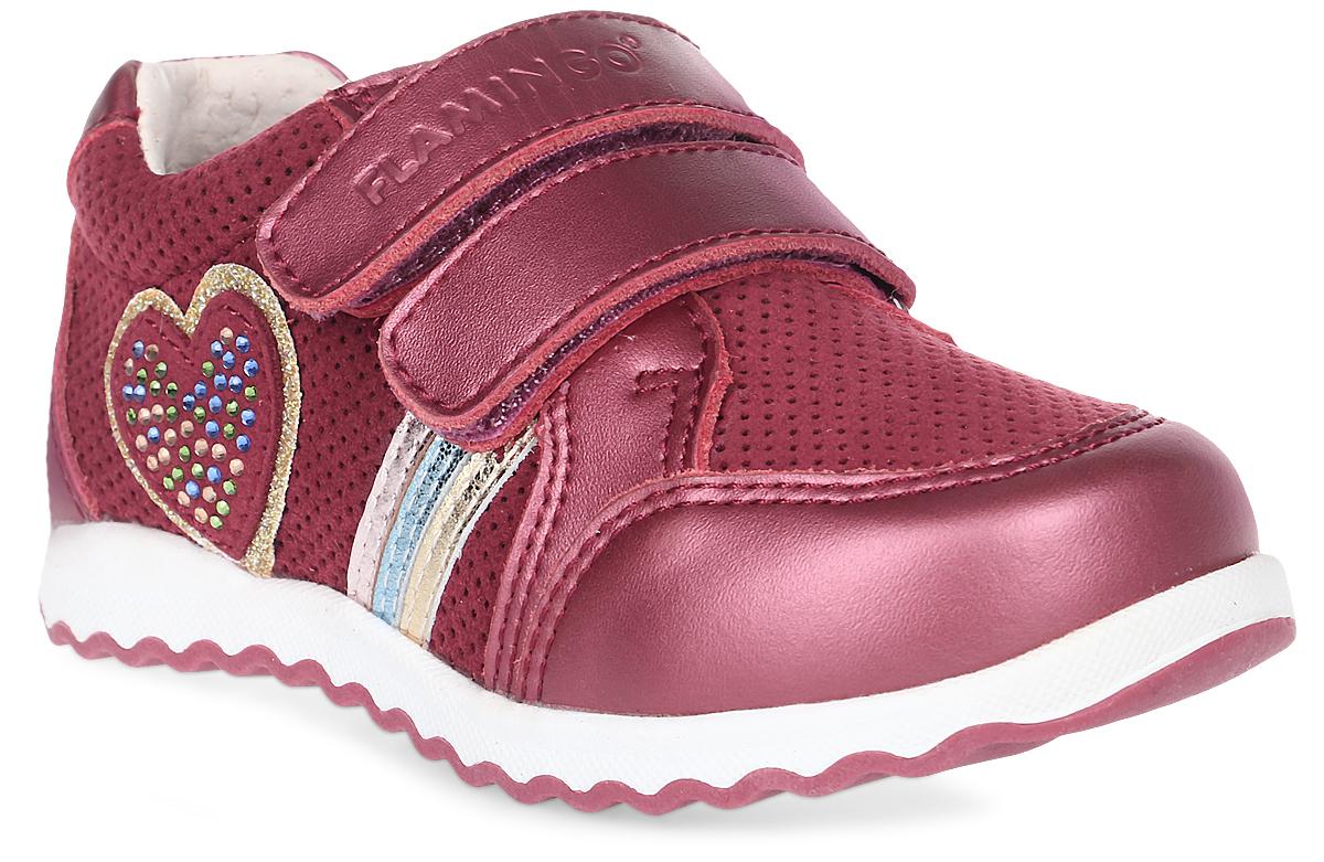 Кроссовки для девочки Flamingo, цвет: бордовый. 71P-XY-0131. Размер 2171P-XY-0131Модные кроссовки для девочки от Flamingo выполнены из натуральной и искусственной кожи. Модель оформлена декоративной перфорацией, сбоку - декоративной нашивкой в виде сердца, украшенной стразами. Подкладка и стелька из натуральной кожи комфортны при движении. Ремешки с застежками-липучками надежно зафиксируют модель на ноге. Подошва дополнена рифлением.