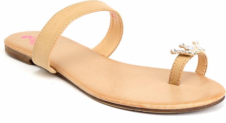 Туфли женские Camidy, цвет: золотой. 252-4. Размер 35252-4Женские туфли от Camidy выполнены из искусственной кожи и украшены декоративным элементом. Подкладка и стелька, изготовленные из искусственной кожи, гарантируют комфорт и удобство стопам. Подошва из резины обеспечивает хорошую амортизацию и сцепление с любой поверхностью.