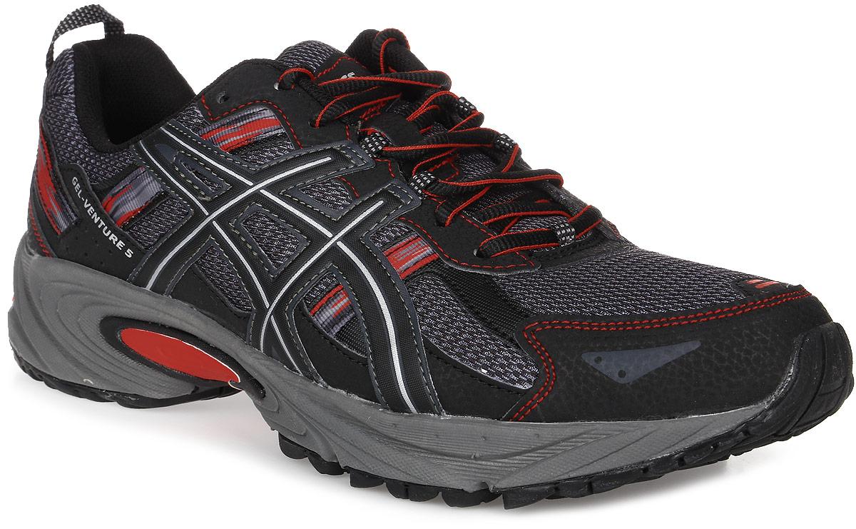 Кроссовки для бега мужские Asics Gel-Venture 5, цвет: серый, черный. T5N3N-9097. Размер 9 (41)T5N3N-9097Мужские кроссовки Asics Gel-Venture 5 в первую очередь предназначены для бега по пересеченной местности, а также хорошо зарекомендовали себя и при использовании на асфальтовом покрытии. Модель выполнена из комбинации сетчатого текстиля и полимерных материалов, создающими выдающуюся форму верха с превосходной вентиляцией и поддержкой для максимальной естественности движений во время пробежки. Подъем оформлен классической шнуровкой, которая надежно фиксирует обувь на ноге и регулирует объем.Стелька, которая идеально подстраивается под анатомические контуры стопы, изготовлена из ЭВА материала с верхним покрытием из текстиля. Текстильная подкладка обеспечит уют.Сбоку, на язычке и заднике кроссовки декорированы символикой бренда. Также задник дополнен широким ярлычком для более удобного надевания обуви.Вставка в области пятки из термостойкого геля на силиконовой основе значительно уменьшает нагрузку на пятку, колени и позвоночник спортсмена, снижая возможность получения травмы.Подошва с уникальным рисунком протектора и встроенными микрошипами обеспечивает равномерное распределение нагрузки на стопу как при подъёме, так и при спуске, а также способствует максимальному контакту с поверхностью.