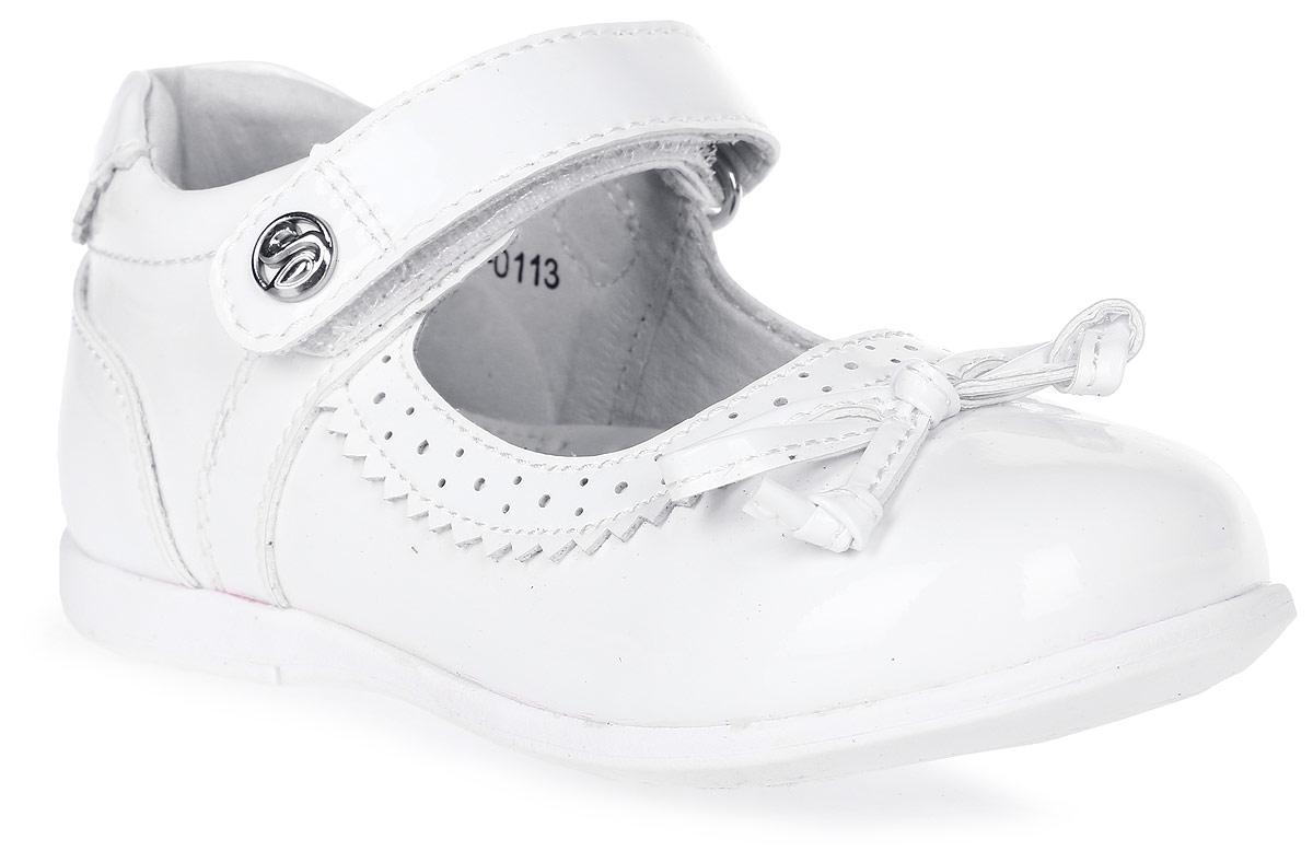 Туфли для девочки Flamingo, цвет: белый. 71T-XY-0113. Размер 2671T-XY-0113Модные туфли для девочки от Flamingo выполнены из искусственной лакированной кожи. Мыс модели украшен декоративным бантиком. Ремешок с застежкой-липучкой надежно зафиксирует модель на ноге. Внутренняя поверхность и стелька из натуральной кожи обеспечат комфорт при движении. Стелька дополнена супинатором, который предотвращает плоскостопие. Подошва дополнена рифлением.