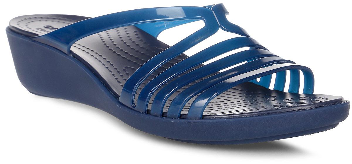 Шлепанцы женские Crocs Crocs Isabella Mini Wedge, цвет: темно-синий. 202464-463. Размер 10 (40)202464-463Комфортные шлепанцы выполнены из пластика. Подошва имеет рельефный протектор, который обеспечивает надежное сцепление с поверхностью.
