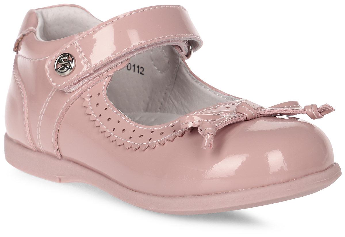 Туфли для девочки Flamingo, цвет: бежево-розовый. 71T-XY-0112. Размер 2971T-XY-0112Модные туфли для девочки от Flamingo выполнены из искусственной лакированной кожи. Мыс модели украшен декоративным бантиком. Ремешок с застежкой-липучкой надежно зафиксирует модель на ноге. Внутренняя поверхность и стелька из натуральной кожи обеспечат комфорт при движении. Стелька дополнена супинатором, который предотвращает плоскостопие. Подошва дополнена рифлением.