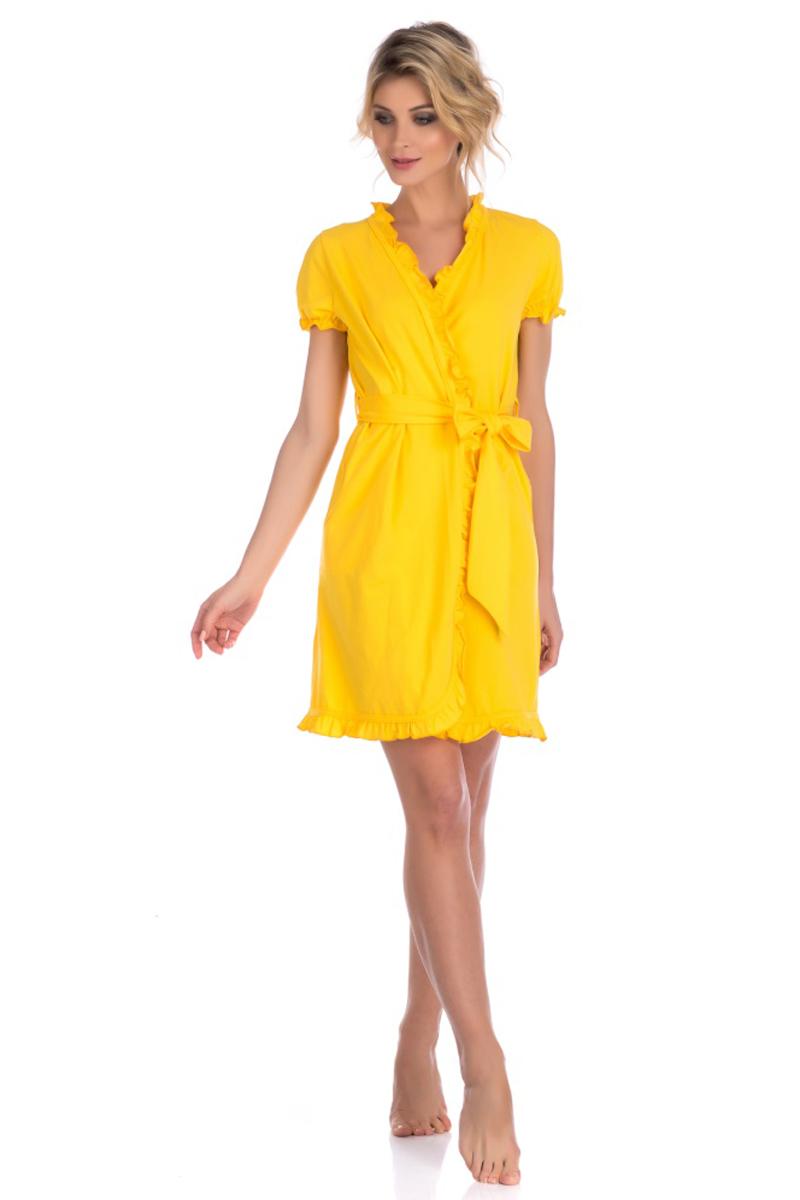 Халат женский Evateks, цвет: желтый. 511. Размер 50/52511Легкий халат от Evateks выполнен из натурального хлопка. Модель-миди с запахом и короткими рукавами на талии дополнена поясом. Халат по бокам имеет втачные карманы. Рукава, зона ворота и полы халата - декоративно отделаны тканью с эффектом волн.