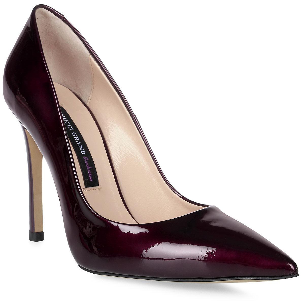 Туфли женские Benucci, цвет: бордовый. 6001. Размер 406001Женские туфли от Benucci выполнены из натуральной кожи. Подкладка, изготовленная из натуральной кожи, обладает хорошей влаговпитываемостью и естественной воздухопроницаемостью. Стелька из натуральной кожи гарантирует комфорт и удобство стопам. Подошва из резины обеспечивает хорошую амортизацию и сцепление с любой поверхностью.