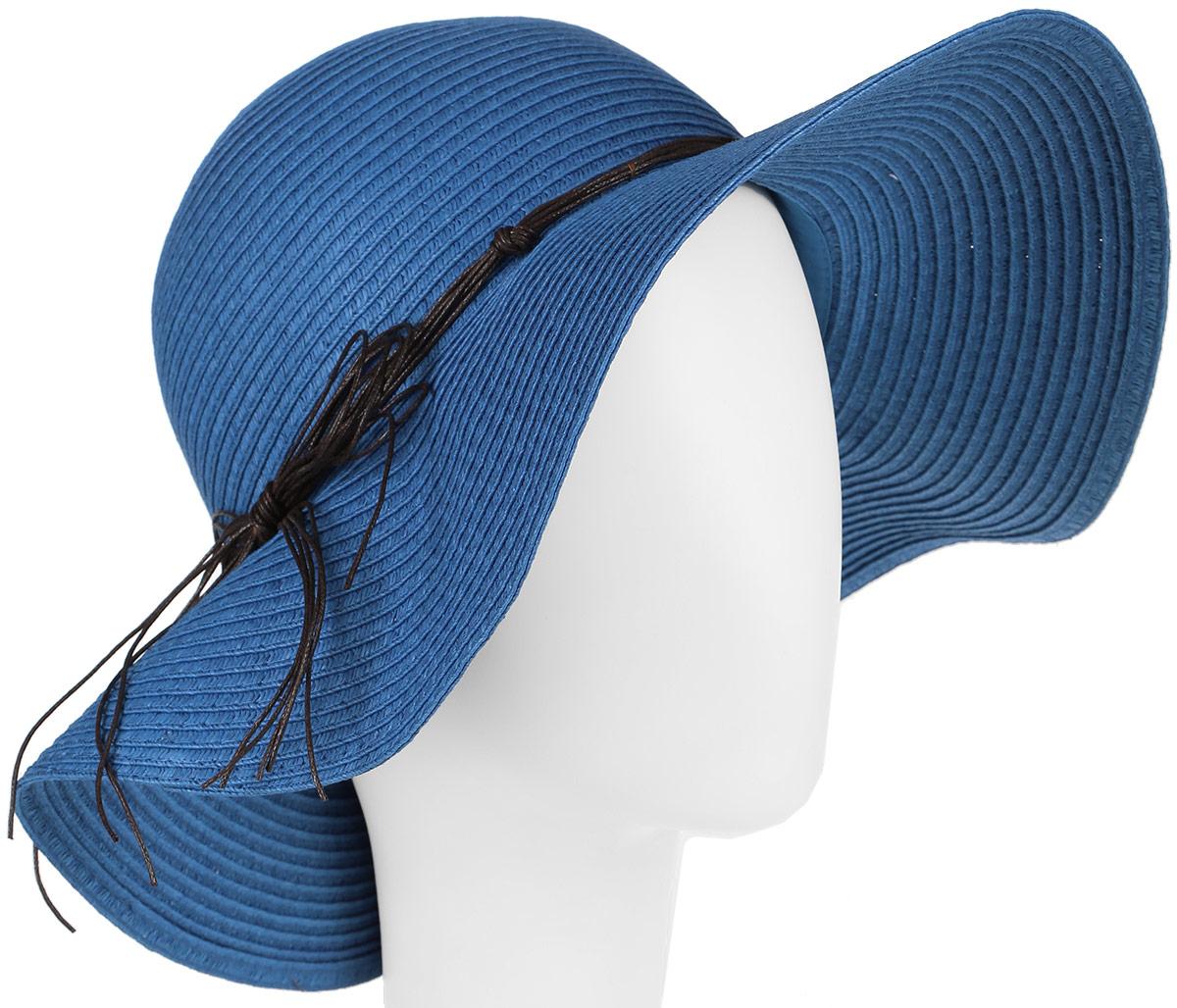 Шляпа женская Canoe Tunis, цвет: синий. 1963705. Размер 561963705Летняя женская шляпа Canoe Tunis, выполненная из искусственной соломы, станет незаменимым аксессуаром для пляжа и отдыха на природе. Широкие поля шляпы надежно защищают от солнечных лучей.Шляпа оформлена оригинальным плетеным шнурком вокруг тульи, завязанным бантом. Плетение шляпы обеспечивает необходимую вентиляцию и комфорт даже в самый знойный день. Шляпа легко восстанавливает свою форму после сжатия.Стильная шляпа с элегантными волнистыми полями подчеркнет вашу неповторимость и дополнит ваш повседневный образ.