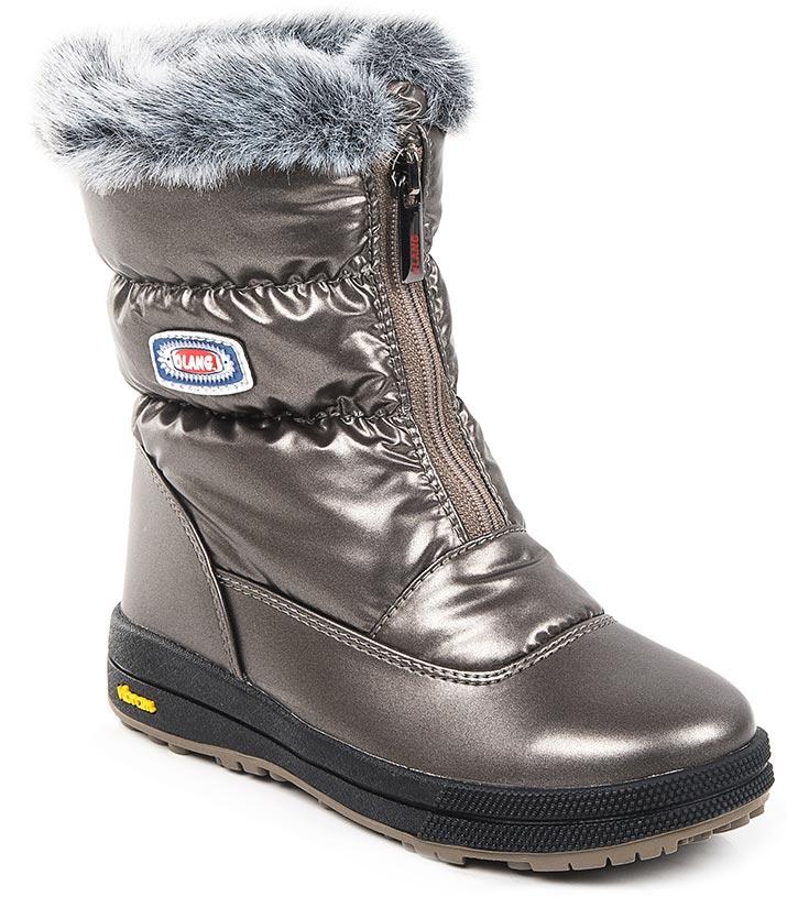 Дутики для девочки Olang, цвет: серый. LORY KID TEX 816. Размер 26LORY KID TEX 816Стильные дутики Olang придутся по вкусу вашему ребенку. Модель выполнена из уплотненного текстиля. Обувь отличается удобными колодками и усилением швов носика и задней части изделия. Фиксируются с помощью молниевой застежки. Подошва обуви изготовлена из термопластиковой резины, которая по многим параметрам обыгрывает обычную резину. Это экологически чистый материал, он выдерживает очень низкие температуры. У него очень хорошая эластичность, низкая истираемость и высокая носкость. Внутри использован натуральный утеплитель, а также это и фирменная мембрана Olan-tex, стельки производятся из шерсти. Рифленая подошва из такой резины обладает плохим скольжением, что обеспечивает хорошую защиту ребенка во время гололедицы.