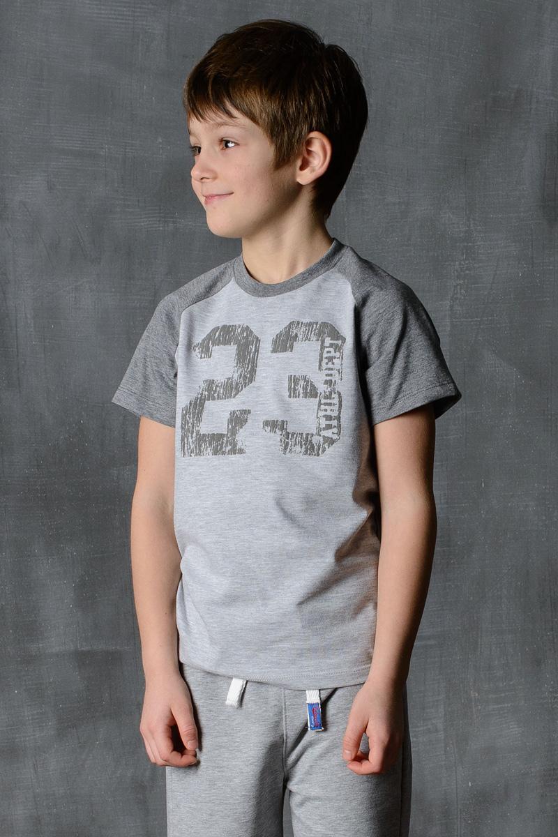 Футболка для мальчика Modniy Juk, цвет: светло-серый, темно-серый. 01B00040100. Размер 116/12201B00040100/23/Стильная футболка для мальчика Modniy Juk изготовлена из высококачественного плотного трикотажа, она приятна на ощупь, не раздражает нежную и чувствительную кожу ребенка, позволяя ей дышать. Модель имеет короткий рукав покроя реглан, круглый ворот, полуприлегающий силуэт, не стесняет движения. Изделие дополнено ярким принтом в стиле Modniy Juk.