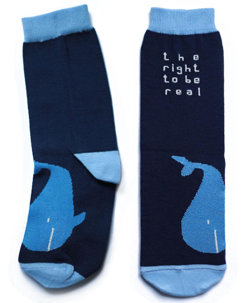 Носки детские Big Bang Socks Кит, цвет: синий. ca1311. Размер 30/34ca1311Яркие детские носки Big Bang Socks изготовлены из высококачественного хлопка с добавлением полиамидных и эластановых волокон, которые обеспечивают великолепную посадку. Носки отличаются ярким стильным дизайном, они оформлены изображением кита и надписью: The Right to be Real. Удобная резинка идеально облегает ногу и не пережимает сосуды, усиленные пятка и мысок повышают износоустойчивость носка, а удлиненный паголенок придает более эстетичный вид. Дизайнерские носки Big Bang Socks - яркая деталь в вашем образе и оригинальный подарок для друзей и близких.