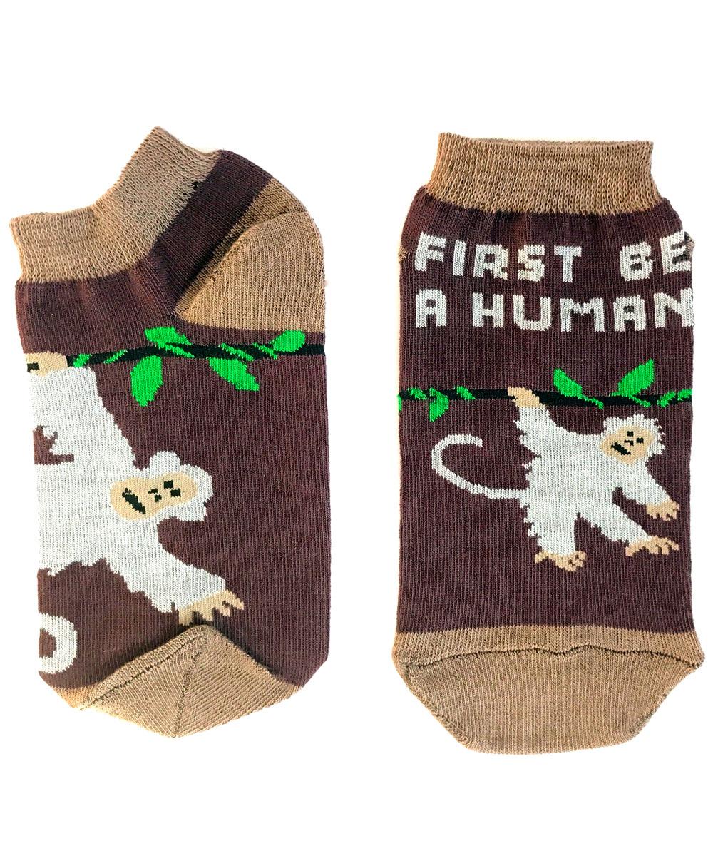 Носки Big Bang Socks Обезьянка, укороченные, цвет: коричневый. ca1822. Размер 35/39ca1822Яркие укороченные носки Big Bang Socks изготовлены из высококачественного хлопка с добавлением полиамидных и эластановых волокон, которые обеспечивают великолепную посадку. Носки отличаются ярким стильным дизайном. Они оформлены изображением обезьянки и надписью на английском языке. Удобная резинка идеально облегает ногу и не пережимает сосуды, усиленные пятка и мысок повышают износоустойчивость носка, а удлиненный паголенок придает более эстетичный вид. Дизайнерские носки Big Bang Socks - яркая деталь в вашем образе и оригинальный подарок для друзей и близких.