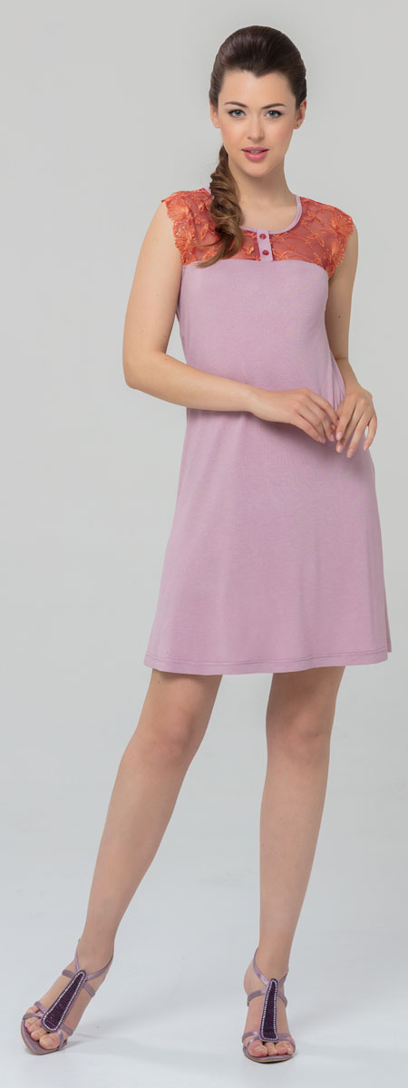 Ночная рубашка женская Tesoro, цвет: розовый. 445С1. Размер 44445С1Женская ночная сорочка Tesoro изготовлена из нежного вискозного полотна. Длина - немного выше колена. Изделие декорировано мягким кружевом и дополнено пуговицами.