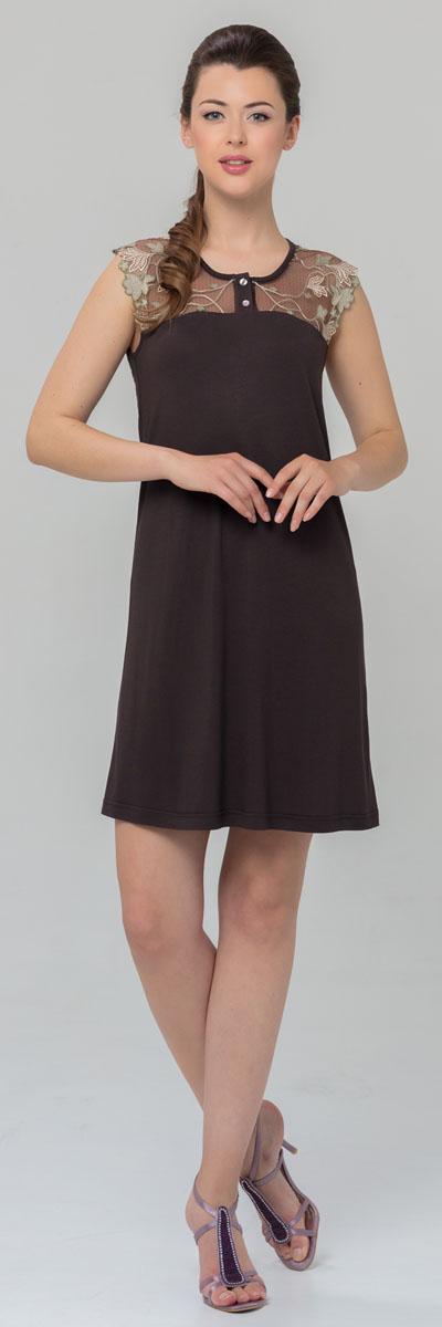 Ночная рубашка женская Tesoro, цвет: шоколадный. 445С1. Размер 48445С1Женская ночная сорочка Tesoro изготовлена из нежного вискозного полотна. Длина - немного выше колена. Изделие декорировано мягким кружевом и дополнено пуговицами.