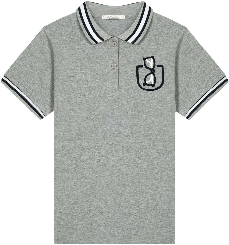 Поло для мальчика Vitacci, цвет: серый. 1172026-02. Размер 1581172026-02Оригинальная футболка-поло для мальчика. Контрастная отделка полосками воротника и рукавов, декоративная вышивка очки в кармане делает модель актуальной и модной.
