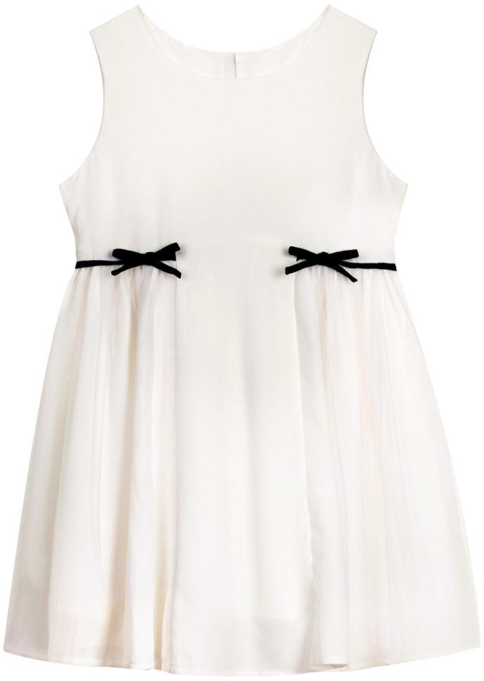 Платье для девочки Vitacci, цвет: белый. 2172055-01. Размер 1042172055-01Платье для девочки выполнено из 100% полиэстера. Модель с круглым вырезом горловины декорировано бантиками.