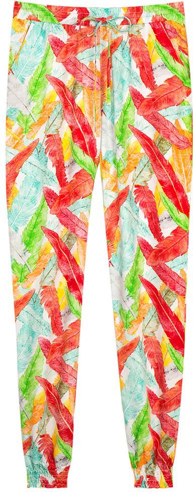 Брюки для девочки Vitacci, цвет: оранжевый, красный, зеленый. 2172080-15. Размер 1402172080-15Нарядные свободного покроя брюки с манжетами из тонкого высококачественного хлопка с ярким принтом - выбор модницы в жаркий летний день.