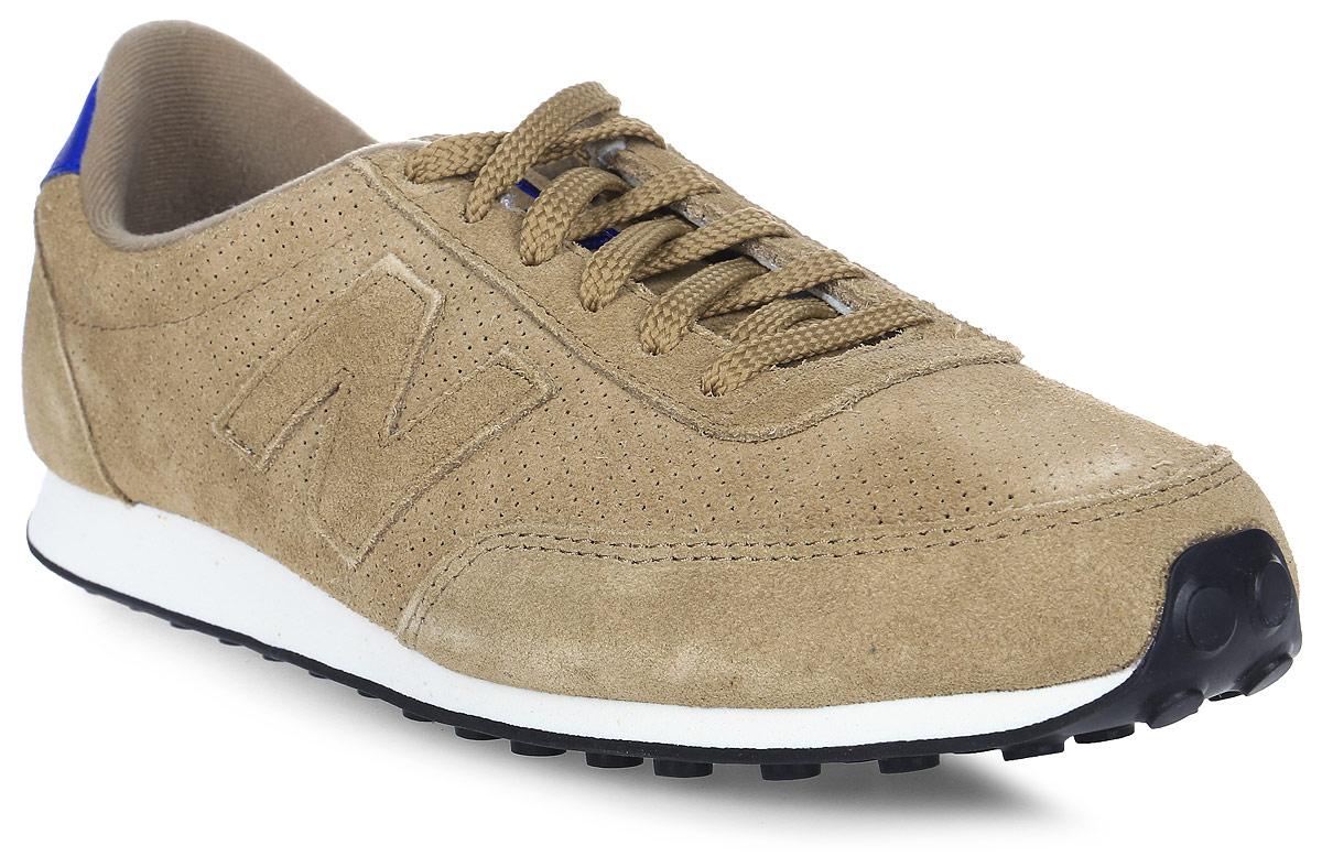 Кроссовки мужские New Balance 410, цвет: коричневый. U410PT/D. Размер 11 (45)U410PT/DСтильные мужские кроссовки от New Balance придутся вам по душе. Верх модели выполнен из полиэстера и натуральной замши, и дополнен перфорацией. По бокам обувь оформлена декоративными элементами в виде фирменного логотипа бренда, на язычке - фирменной нашивкой, задник логотипом бренда. Классическая шнуровка надежно зафиксирует изделие на ноге. Подкладка и стелька, изготовленные из текстиля, гарантируют уют и предотвращают натирание. Подошва оснащена рифлением для лучшей сцепки с поверхностями. Удобные кроссовки займут достойное место среди коллекции вашей обуви.