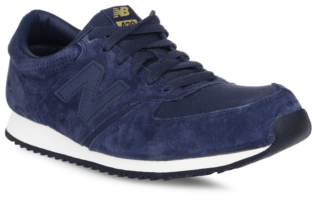 Кроссовки мужские New Balance 420, цвет: синий. U420PNV/D. Размер 8,5 (42)U420PNV/DСтильные мужские кроссовки от New Balance придутся вам по душе. Верх модели выполнен из высококачественныхматериалов. По бокам обувь оформлена декоративными элементами в виде фирменного логотипа бренда, на язычке - фирменной нашивкой, задник логотипом бренда. Классическая шнуровка надежно зафиксирует изделие на ноге. Подкладка и стелька, изготовленные из текстиля, гарантируют уют и предотвращают натирание. Подошва оснащена рифлением для лучшей сцепки с поверхностями. Удобные кроссовки займут достойное место среди коллекции вашей обуви.