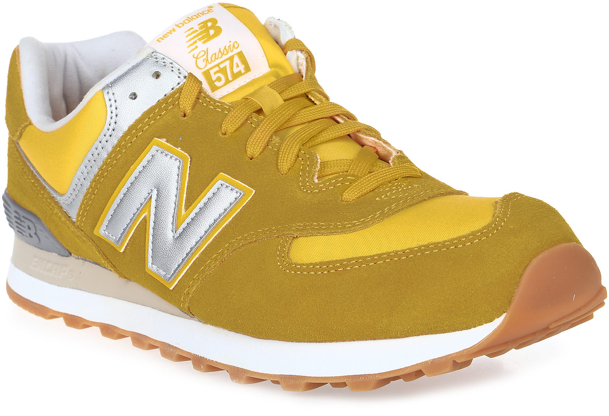 Кроссовки мужские New Balance 574, цвет: желтый. ML574HRK/D. Размер 8 (41,5)ML574HRK/DСтильные мужские кроссовки от New Balance придутся вам по душе. Верх модели выполнен из высококачественныхматериалов. По бокам обувь оформлена,декоративными элементами в виде фирменного логотипа бренда, на язычке - фирменной нашивкой, задник логотипом бренда. Классическая шнуровка надежно зафиксирует изделие на ноге. Мягкая верхняя часть и стелька, изготовленные из текстиля, гарантируют уют и предотвращают натирание. Подошва оснащена рифлением для лучшей сцепки с поверхностями. Удобные кроссовки займут достойное место среди коллекции вашей обуви.
