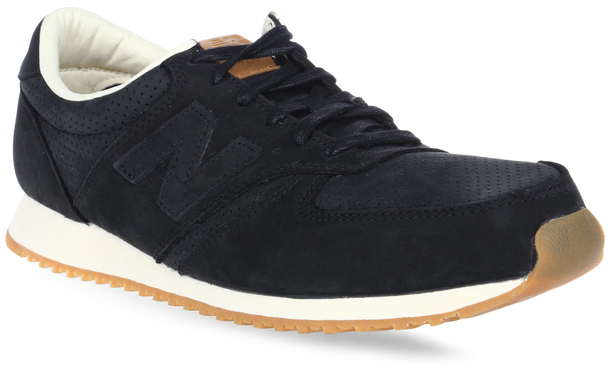 Кроссовки мужские New Balance 420, цвет: черный. U420NKT/D. Размер 8,5 (42)U420NKT/DСтильные мужские кроссовки от New Balance придутся вам по душе. Верх модели выполнен из хлопка и натуральной замши, и дополнен перфорацией. По бокам обувь оформлена декоративными элементами в виде фирменного логотипа бренда, на язычке - фирменной нашивкой, задник логотипом бренда. Классическая шнуровка надежно зафиксирует изделие на ноге. Подкладка и стелька, изготовленные из текстиля, гарантируют уют и предотвращают натирание. Подошва оснащена рифлением для лучшей сцепки с поверхностями. Удобные кроссовки займут достойное место среди коллекции вашей обуви.