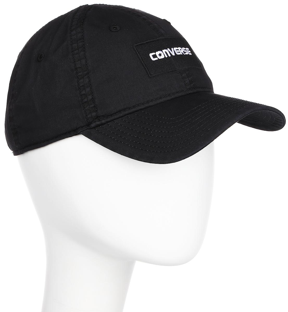 Бейсболка Converse Overdye Cap, цвет: черный. 530918. Размер универсальный530918Стильная бейсболка Converse идеально подойдет для прогулок, занятий спортом и отдыха. Бейсболка, выполненная из 100% хлопка, надежно защитит вас от солнца и ветра. Модель имеет классическую конструкцию из шести панелей и специальные вентиляционные отверстия. Изделие оформлено вышивкой с логотипом бренда. Объем бейсболки регулируется при помощи хлястика с пряжкой.