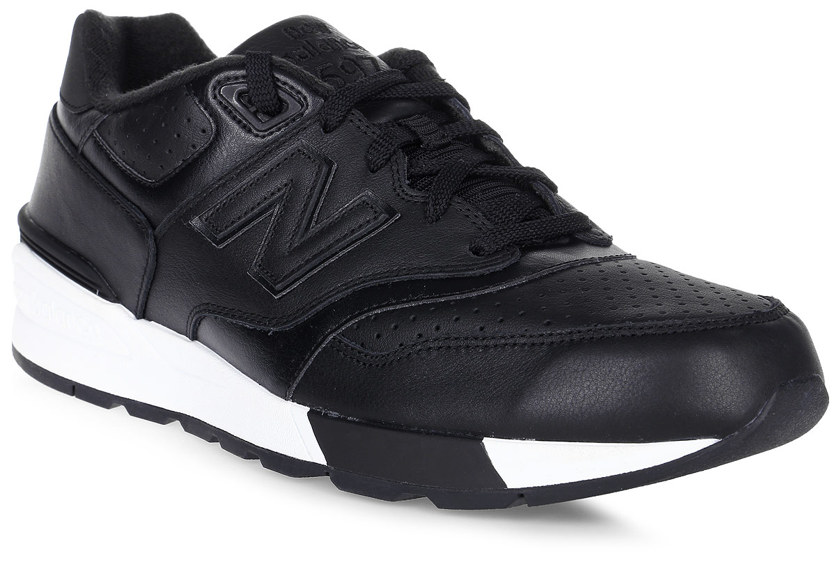 Кроссовки мужские New Balance 597, цвет: черный. ML597BLL/D. Размер 10,5 (44,5)ML597BLL/DСтильные мужские кроссовки от New Balance придутся вам по душе. Верх модели выполнен из высококачественныхматериалов и дополнен перфорацией. По бокам обувь оформлена, декоративными элементами в виде фирменного логотипа бренда, на язычке - фирменной нашивкой, задник логотипом бренда. Классическая шнуровка надежно зафиксирует изделие на ноге. Мягкая верхняя часть и стелька, изготовленные из текстиля, гарантируют уют и предотвращают натирание. Подошва оснащена рифлением для лучшей сцепки с поверхностями. Удобные кроссовки займут достойное место среди коллекции вашей обуви.