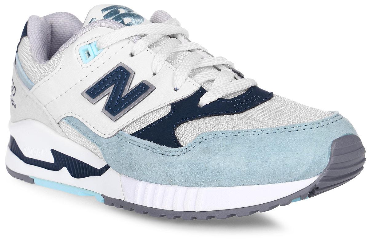 Кроссовки женские New Balance 530, цвет: белый, голубой, синий. W530SD/B. Размер 8 (39)W530SD/BСтильные женские кроссовки от New Balance придутся вам по душе. Верх модели выполнен из высококачественныхматериалов. По бокам обувь оформлена декоративными элементами в виде фирменного логотипа бренда, на язычке - фирменной вышивкой. Классическая шнуровка надежно зафиксирует изделие на ноге. Мягкая верхняя часть и стелька, изготовленные из текстиля, гарантируют уют и предотвращают натирание. Подошва оснащена рифлением для лучшей сцепки с поверхностями. Удобные кроссовки займут достойное место среди коллекции вашей обуви.