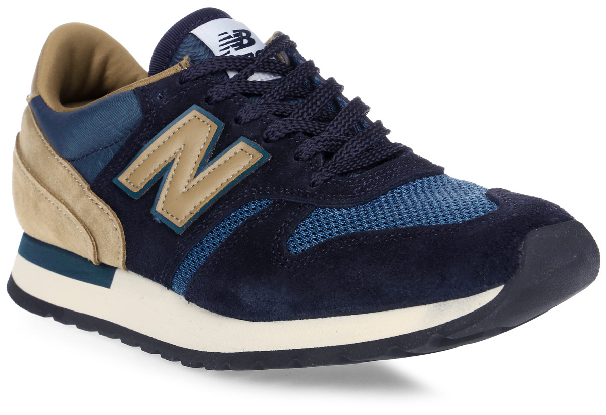 Кроссовки мужские New Balance 770, цвет: синий, коричневый. M770SNB/D. Размер 11,5 (45,5)M770SNB/DСтильные мужские кроссовки от New Balance придутся вам по душе. Верх модели выполнен из высококачественныхматериалов. По бокам обувь оформлена декоративными элементами в виде фирменного логотипа бренда, на язычке - фирменной нашивкой, задник логотипом бренда. Классическая шнуровка надежно зафиксирует изделие на ноге. Подкладка и стелька, изготовленные из текстиля, гарантируют уют и предотвращают натирание. Подошва оснащена рифлением для лучшей сцепки с поверхностями. Удобные кроссовки займут достойное место среди коллекции вашей обуви.