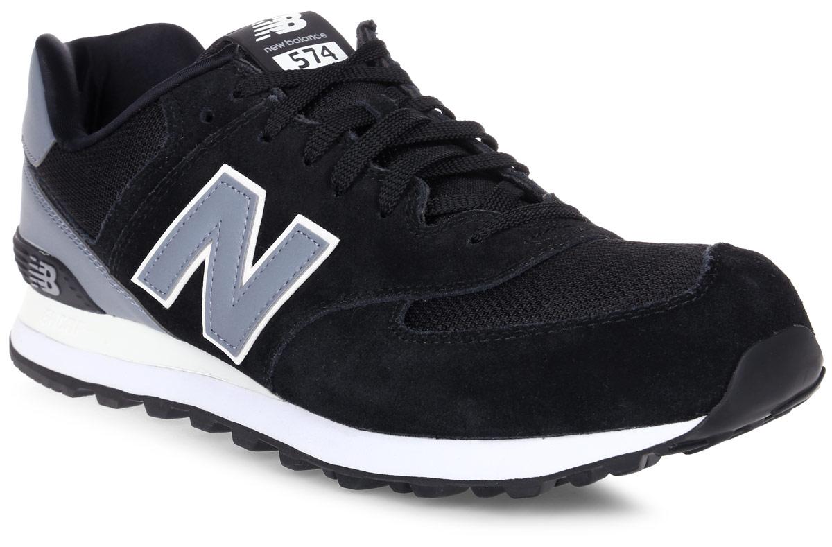 Кроссовки мужские New Balance 574, цвет: черный, светло-голубой. ML574CNA/D. Размер 9 (42,5)ML574CNA/DСтильные мужские кроссовки от New Balance придутся вам по душе. Верх модели выполнен из высококачественныхматериалов. По бокам обувь оформлена декоративными элементами в виде фирменного логотипа бренда, на язычке - фирменной нашивкой, задник логотипом бренда. Классическая шнуровка надежно зафиксирует изделие на ноге. Подкладка и стелька, изготовленные из текстиля, гарантируют уют и предотвращают натирание. Подошва оснащена рифлением для лучшей сцепки с поверхностями. Удобные кроссовки займут достойное место среди коллекции вашей обуви.