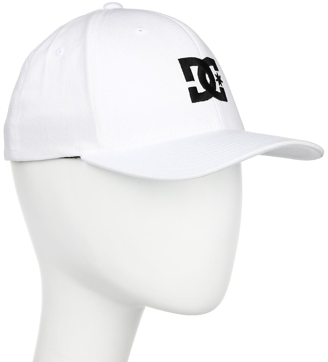Бейсболка мужская DC Shoes Cap Star 2, цвет: белый. 55300096-WHT. Размер S/M (56)55300096-WHTМужская бейсболка DC Shoes Cap Star 2 выполнена из хлопка с добавлением эластана. Модель с плотным козырьком оформлена вышитым логотипом бренда. Сверху бейсболка имеет небольшие отверстия, обеспечивающие дополнительную вентиляцию. Фасон Flexfit и эластичная резинка с внутренней стороны обеспечивают идеальную посадку модели на голове.Уважаемые клиенты!Размер, доступный для заказа, является обхватом головы.