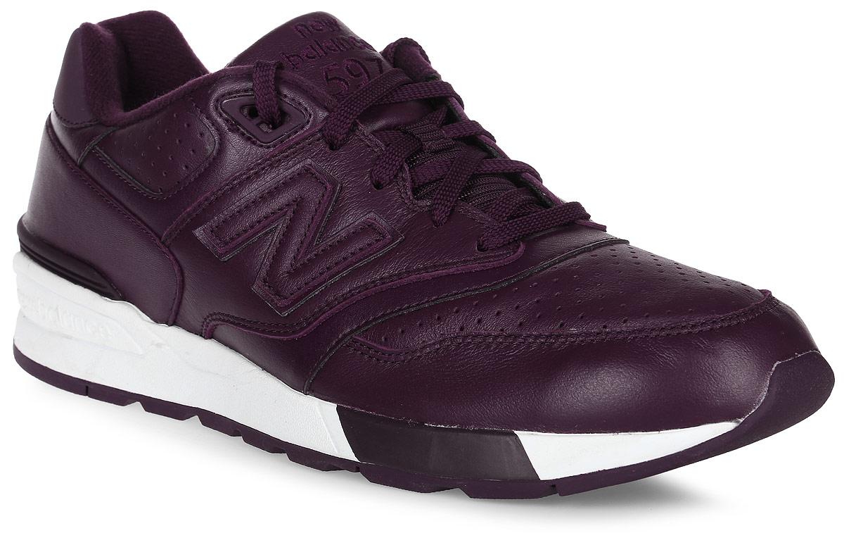 Кроссовки мужские New Balance 597, цвет: бордовый. ML597BUL/D. Размер 9,5 (43)ML597BUL/DСтильные мужские кроссовки от New Balance придутся вам по душе. Верх модели выполнен из высококачественныхматериалов и дополнен перфорацией. По бокам обувь оформлена, декоративными элементами в виде фирменного логотипа бренда, на язычке - фирменной нашивкой, задник логотипом бренда. Классическая шнуровка надежно зафиксирует изделие на ноге. Мягкая верхняя часть и стелька, изготовленные из текстиля, гарантируют уют и предотвращают натирание. Подошва оснащена рифлением для лучшей сцепки с поверхностями. Удобные кроссовки займут достойное место среди коллекции вашей обуви.