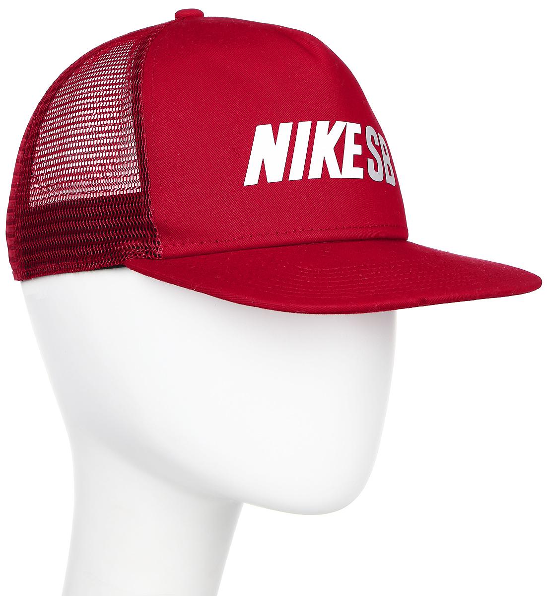 Бейсболка Nike Sb Reflect Trucker, цвет: красный. 806014-687. Размер универсальный806014-687Бейсболка Sb Reflect Trucker от Nike выполнена из хлопка и дополнена вставкой из сетки для вентиляци. Модель имеет прямой козырек и регулируемый ремешок.