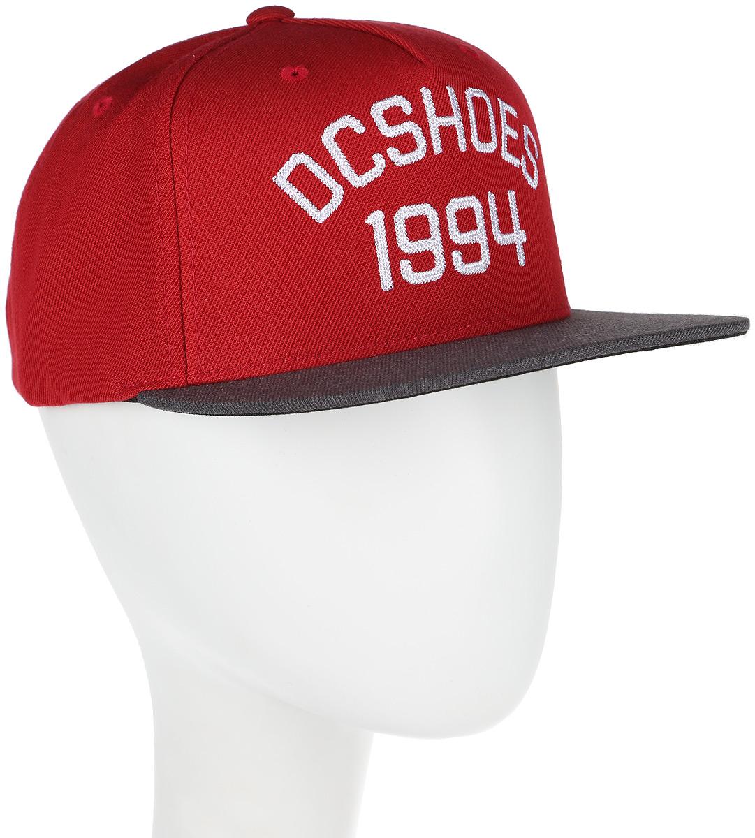 Бейсболка мужская DC Shoes Fellis, цвет: красный, серый. ADYHA03437-RRD0. Размер универсальныйADYHA03437-RRD0Бейсболка мужская Fellis изготовлена из акрила с добавлением шерсти. Модель имеет пятипанельный дизайн. Обхват регулируется с помощью пластикового ремешка сзади. Модель спереди дополнена декоративной вышивкой цепным стежком.