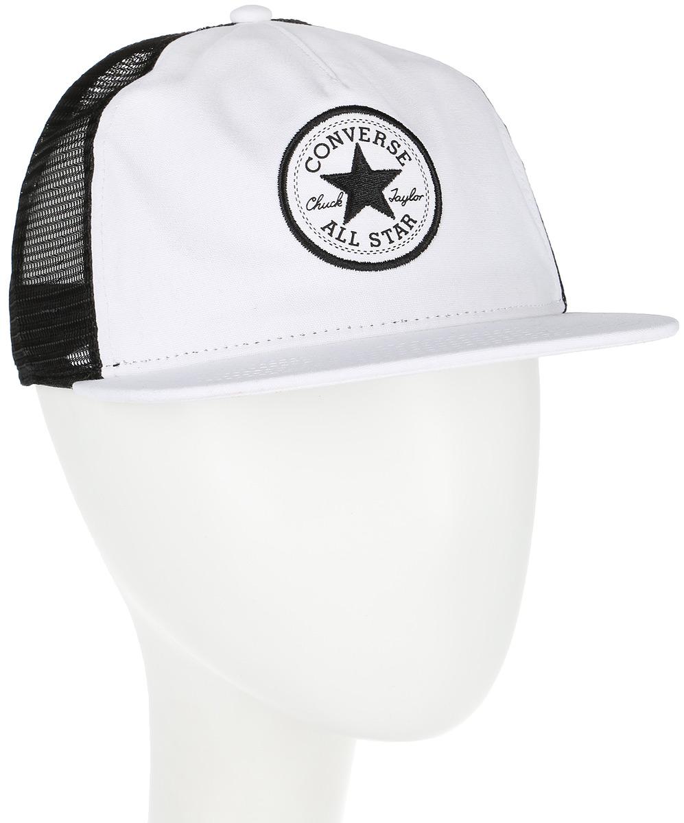 Бейсболка Converse Core Canvas Trucker, цвет: белый, черный. 528717. Размер универсальный528717Стильная бейсболка Converse идеально подойдет для прогулок, занятий спортом и отдыха. Бейсболка, выполненная из хлопка с сетчатыми вставками из полиэстера, надежно защитит вас от солнца и ветра. Изделие оформлено вышивкой с логотипом бренда.