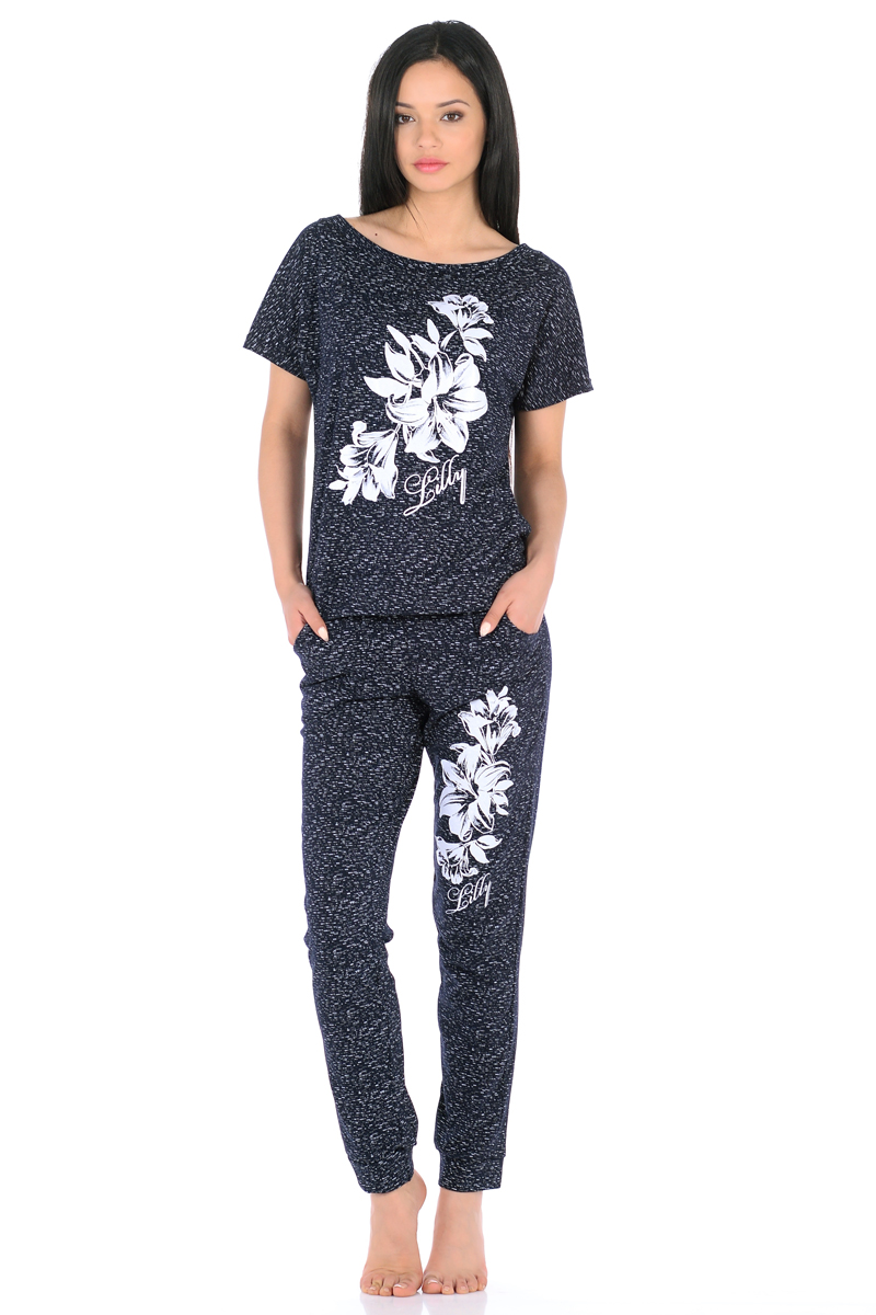Домашний комплект женский HomeLike: футболка, брюки, цвет: темно-синий. 861. Размер 48861Трикотажный комплект домашней одежды HomeLike, состоящий из футболки и брюк, выполнен из натурального хлопка в меланжевой расцветке. Футболка прямого покроя, с вырезом горловины-лодочка, с цельнокроеными короткими рукавами, низ с формирующими манжетами, оформлена объемным цветочным принтом, который так же повторяется и на брюках. Брюки свободного покроя, с легкими складками от пояса, посадка низкая, пояс на резинке с кулиской на завязках, низ брючин оканчивается манжетами, по бокам два втачных кармана. Футболка и брюки отлично садятся по фигуре, не сковывают движений, ткань мягкая и невесомая, очень приятная к телу. Идеальный вариант одежды для стильного образа и комфортного отдыха дома.
