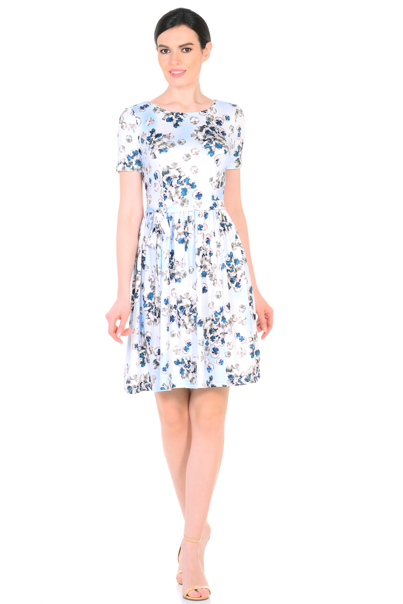 Платье HomeLike, цвет: голубой, серый, синий. 885. Размер 46885Женственное весенне-летнее платье HomeLike выполнено из струящегося материала масло в изысканной расцветке. Модель с приталенным верхом с рельефами и с расклешенной юбкой. Рукава короткие. Вырез горловины округлый. Лини талии дополнена мягкой формирующей резиночкой. Пояс завязка придает изюминку. Платье безупречно садится по фигуре, подчеркивает достоинства. Ткань приятная к телу, струится, плавно повторяя формы и изгибы тела. Красивая расцветка освежает, привлекает внимание, придавая образу еще больше очарования.