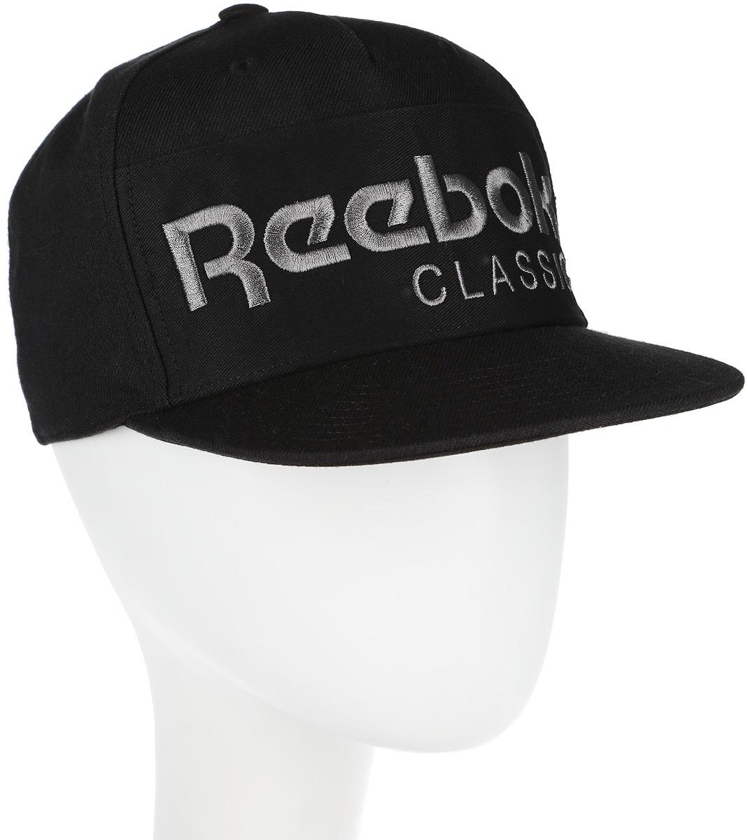 Бейсболка Reebok Cl Foundation Cap, цвет: черный. AX9965. Размер M (58)AX9965Стильная бейсболка Reebok CL FOUNDATION идеально подойдет для прогулок, занятий спортом и отдыха.Бейсболка выполнена из 100% хлопка, снабжена впитывающей внутренней отделкойи имеет плотный плоский козырек. Модель дополнена специальными отверстиями, обеспечивающими необходимую вентиляцию. Бейсболка на фронтальной части декорирована нашивкой из твила с вышитым логотипом Reebok, а застёжка сзади имеет тканый ярлык с символикой Reebok Classic. Объем бейсболки регулируется при помощи пластиковой застежки на кнопках. Такая бейсболка станет отличным аксессуаром и дополнит ваш повседневный образ.